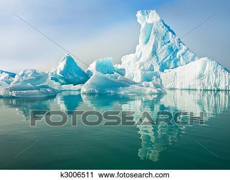 banques de photographies icebergs flotter dans eau calme k3006511 recherchez des images. Black Bedroom Furniture Sets. Home Design Ideas