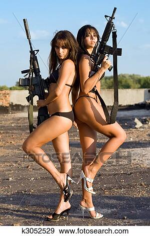 Nackte weibliche Soldaten Bilder