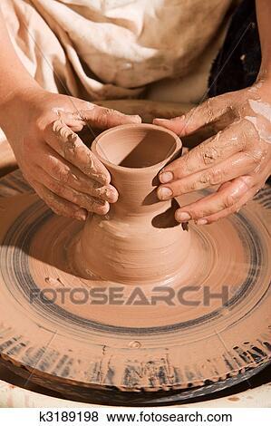 Immagini vasaio plasmando argilla k3189198 cerca for Cerca per foto