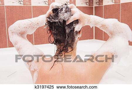 фото девушек со спины в ванной бесплатно