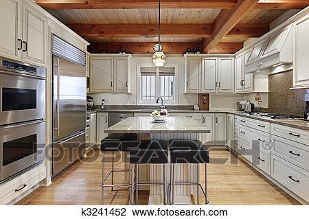 Archivio Fotografico - cucina, con, legno, soffitto, raggi. Fotosearch ...