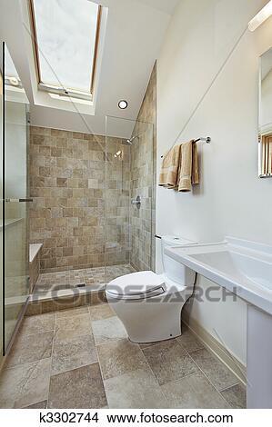 Stock Foto - dachgeschoss, badezimmer, mit, dachfenster k3302744 ... | {Badezimmer mit dachfenster 39}