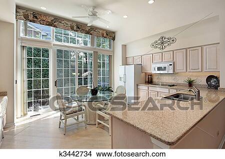 stock foto kueche mit schiebet ren to gartenterasse k3442734 suche stockbilder. Black Bedroom Furniture Sets. Home Design Ideas