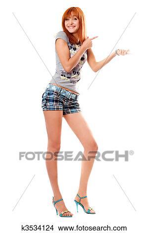 рисунок девушка в шортах
