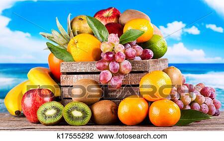 Archivio fotografico frutte fresche k17555292 cerca for Kiwi giallo piante acquisto