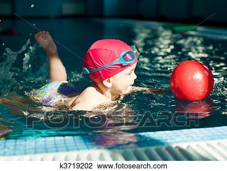Clipart enfant dans a piscine k3719202 recherchez - Clipart piscine ...