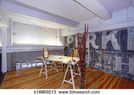 Stock foto reconstructed mezzanine kantoor k18869213 zoek stockbeelden poster - Kind mezzanine kantoor ...