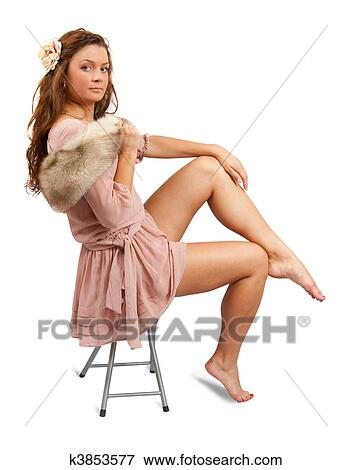 Фото снимает платье