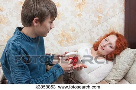 фото как мать дает сыну