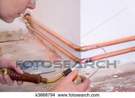 stock foto klempner und l ten pistole k3868794 suche stockbilder wandbilder bilder und. Black Bedroom Furniture Sets. Home Design Ideas