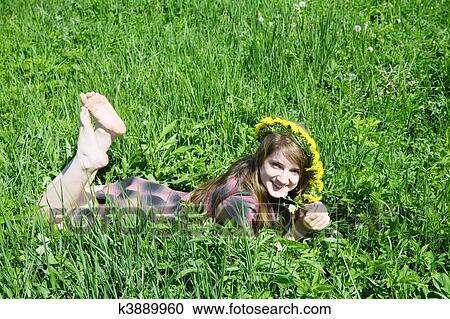 Adolescente Avec Le Ventre Nu Image stock - Image: