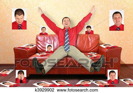 Stock foto man op de leder rood sofa met de foto 39 s collage k3929902 zoek stock - Behang volwassene kamer behang ...