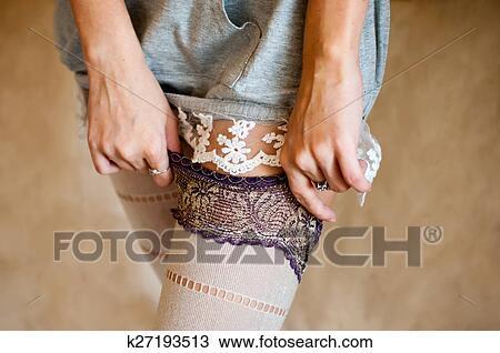 девушки снимают колготки фото