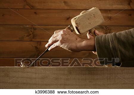 bilder gouge holz mei el zimmermann werkzeug hammer hand k3996388 suche stockfotos. Black Bedroom Furniture Sets. Home Design Ideas