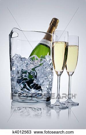 Banque de photo seau champagne k4012563 recherchez des images des photog - Grand seau a champagne ...