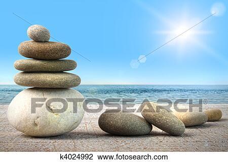 stock foto stapel von heilbad steinen auf holz gegen blauer himmel k4024992 suche. Black Bedroom Furniture Sets. Home Design Ideas