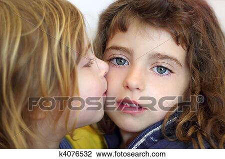 Young girls kissing girls — pic 1