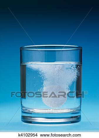 Dissolving salt in water clip art
