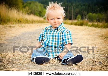 Stock fotografie 1 jaar oud jongen k4135391 zoek stockfoto 39 s beelden prints - Decoratie slaapkamer jongen jaar oud ...