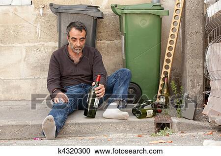 Il raccogliere di erbe per trattamento di dipendenza alcolica