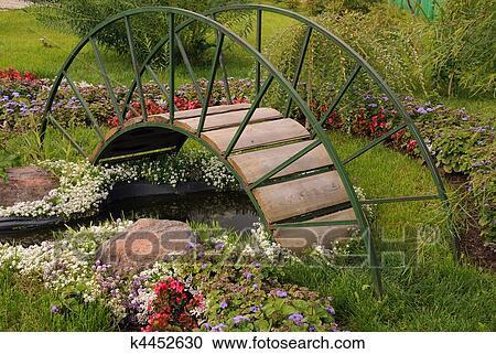 Archivio fotografico giardino arched ponte k4452630 for Stagno artificiale giardino
