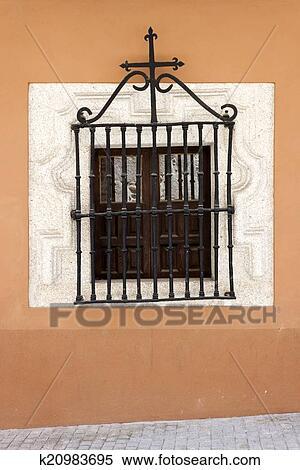 stock bild antiker fenster mit schmiedeeisen gitter k20983695 suche stockfotos. Black Bedroom Furniture Sets. Home Design Ideas