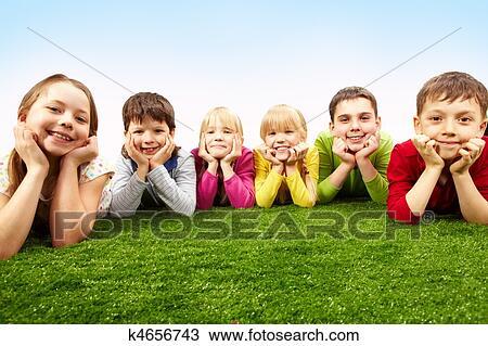 Banco de Imagem - descansar, crianças. Fotosearch - Busca de Imagens, Fotografia Poster, e Fotos Clip Art