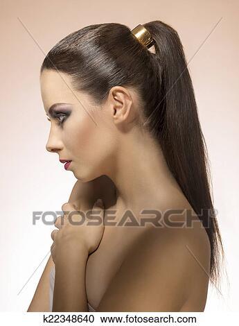 Девушка с хвостом фото