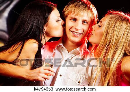 фото 2 девушки и парень