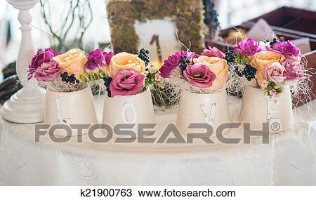 Бутоны и лепестки студия цветов и подарков 66