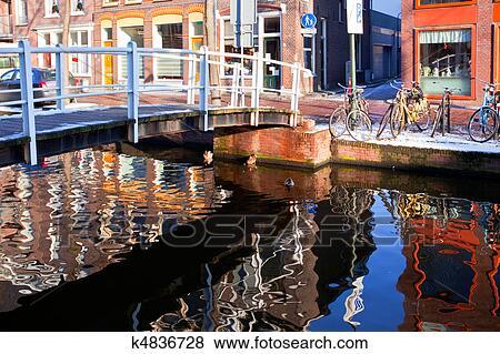 Images maison reflet dans les canal de delft for Maison et reflet lyon