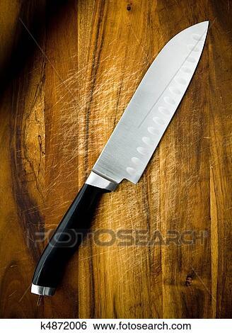 banque d 39 images grand acier inoxydable santoku chef couteau sur a bois tranchoir. Black Bedroom Furniture Sets. Home Design Ideas