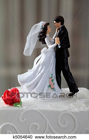 Жених и невеста пляшут на торте клипарты для фотошопа