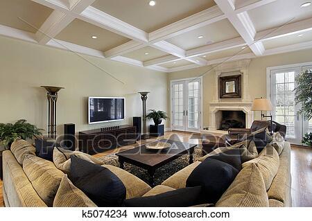 Stock foto gezin roomwith plafond balken k5074234 zoek foto 39 s fresco fotografie n - Kamer met balken ...