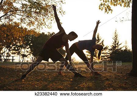 免版税(rf)类图片 - 妇女, 瑜伽, 训练者, 显示, 对于图片