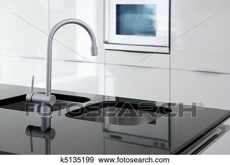 Banque de photographies cuisine robinet et four for Robinet cuisine moderne