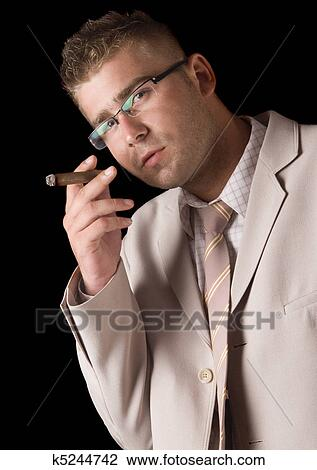Homme Fumant Une Pipe photos - FreeImagescom