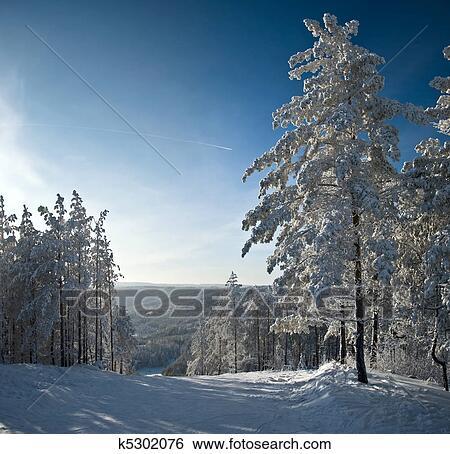 Archivio di immagini inverno montagna paesaggio - Soleggiato in inglese ...