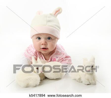 Stock foto baby und kaninchen k5417894 suche stockbilder wandbilder bilder und clip art - Wandbilder baby ...