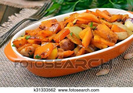 Тыква тушёная с овощами