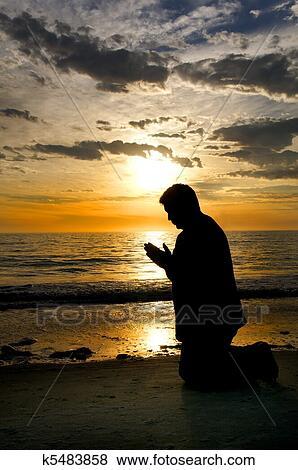 Foto - orando, em, a, mar. Fotosearch - Busca de Imagens Fotográficas, Impressões e Fotos Clip Art