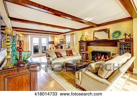 stock foto eindrucksvoll wohnzimmer mit decke balken und kaminofen k18014733 suche. Black Bedroom Furniture Sets. Home Design Ideas