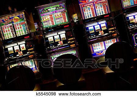 find a slot machine in vegas