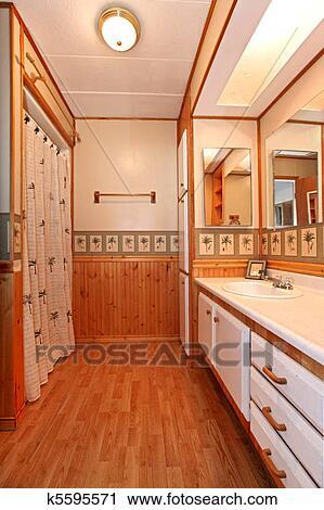 Banco de fotograf as cuarto de ba o con rboles de pino papel pintado y madera moldura - Bancos de madera para banos ...