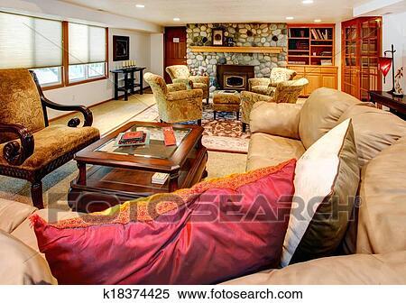 stock bild gemuetlicher gro wohnzimmer mit gestein hintergrund kaminofen k18374425. Black Bedroom Furniture Sets. Home Design Ideas