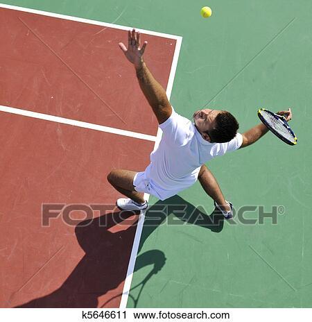 Banques de photographies jeune homme jeu tennis for Jeu sportif exterieur
