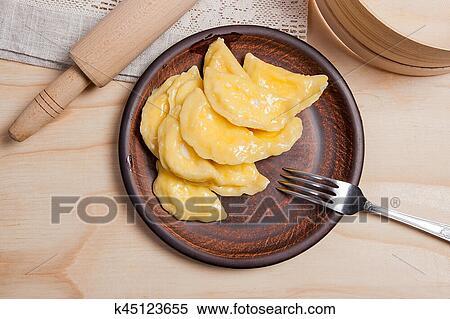 varenyky, 或者, 汤团, 带, 村舍乳酪, 或者, 凝乳, 在上, 粘土, 盘子图片