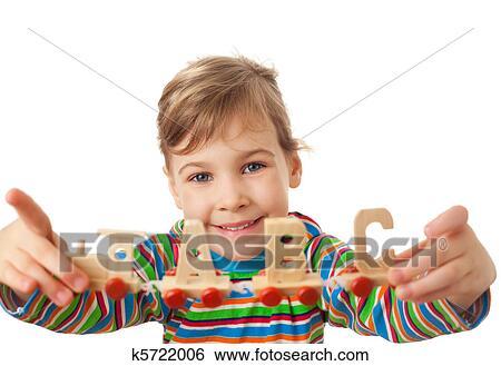 banque d 39 images jolie petite fille garde dans mains jouet bois vapeur locomotive. Black Bedroom Furniture Sets. Home Design Ideas