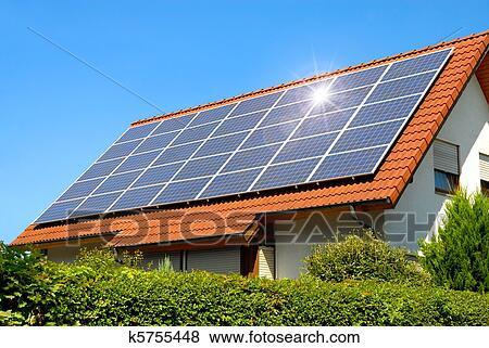 images panneau solaire sur a rouges toit k5755448 recherchez des photos des images des. Black Bedroom Furniture Sets. Home Design Ideas