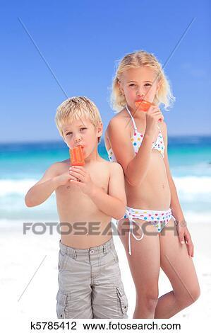 ню фото сестра с братом